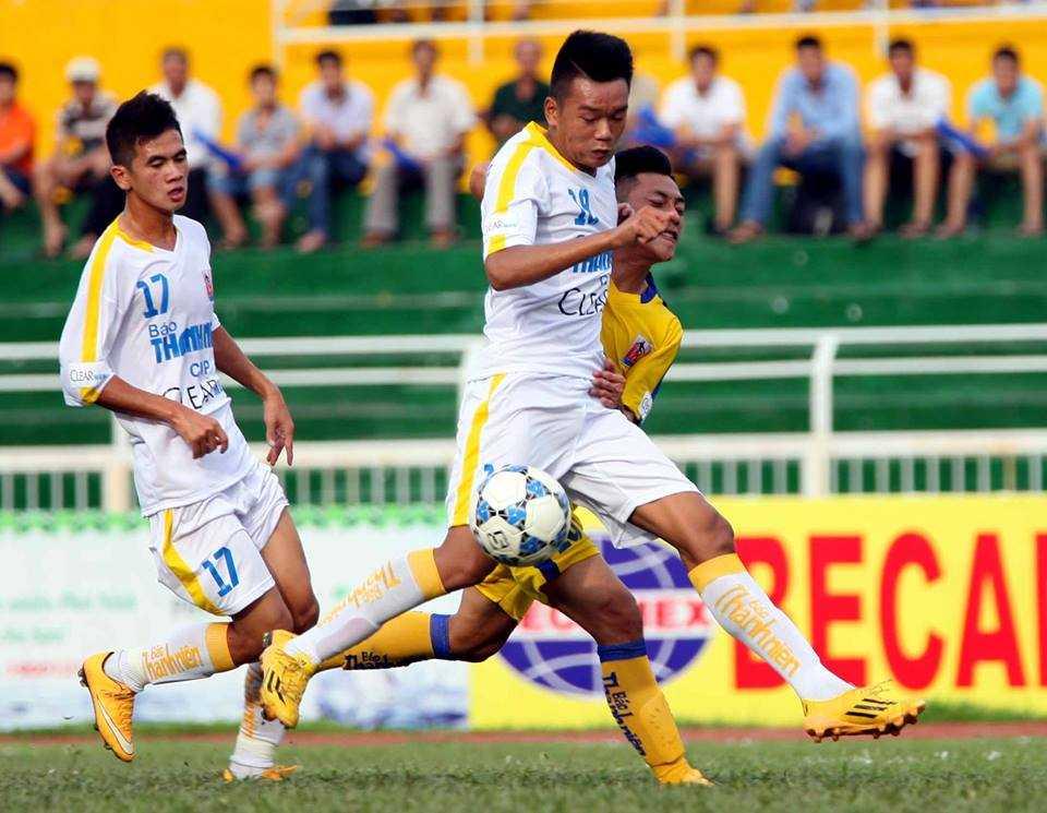 Lâm Ti Phông chưa đủ giúp U21 S.Khánh Hòa chống lại U21 Hà Nội T&T  (Ảnh: Quang Minh)