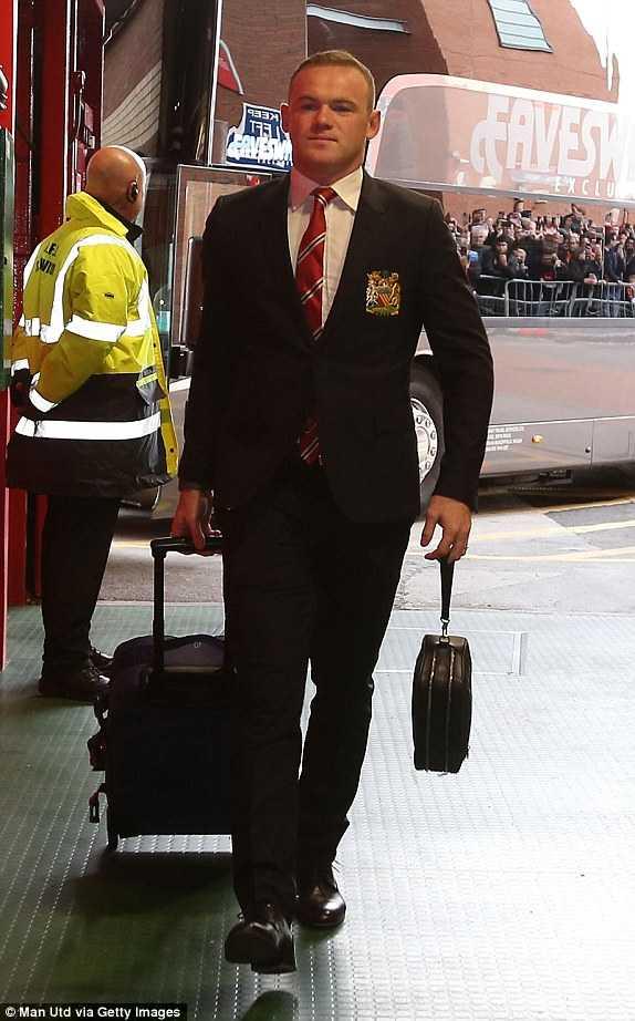 Rooney mang băng đội trưởng MU