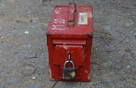 Két sắt chứa thuốc nổ bị thất lạc - Ảnh: Nguyễn Phúc