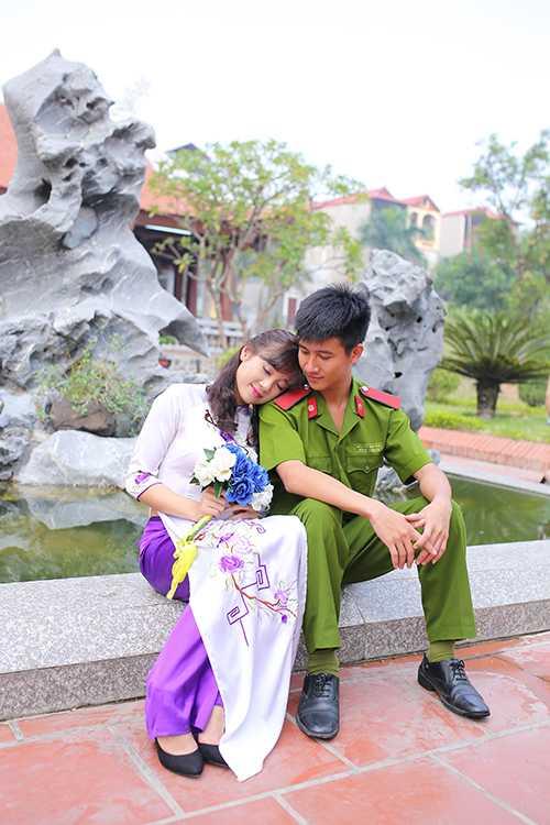 Giây phút lãng mạn cũng được các bạn sinh viên cho vào bộ ảnh kỷ yếu.