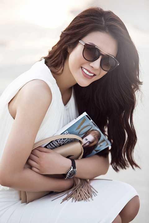 Bộ ảnh được thực hiện bởi stylist Đinh Thành Long, nhiếp ảnh gia Lê Thiện Viễn và chuyên viên trang điểm Minh Lộc.