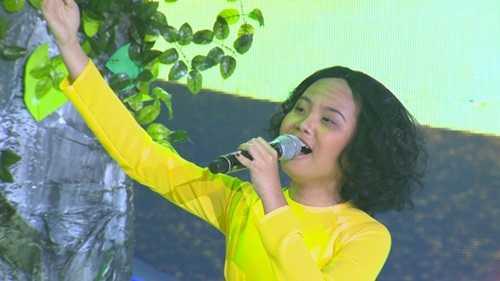 Phương Mỹ Chi hóa thân thành giảng viên thanh nhạc Măng Thị Hội.
