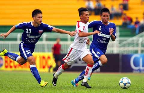 U21 HAGL (áo xanh) chơi nhạt nhòa ở giải U21 Quốc gia 2015 (Ảnh: Quang Minh)
