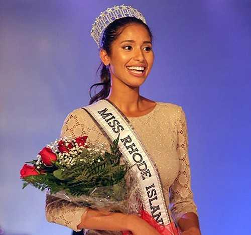 Anea Garcia tại thời điểm đăng quang Hoa hậu bang Rhode Island.
