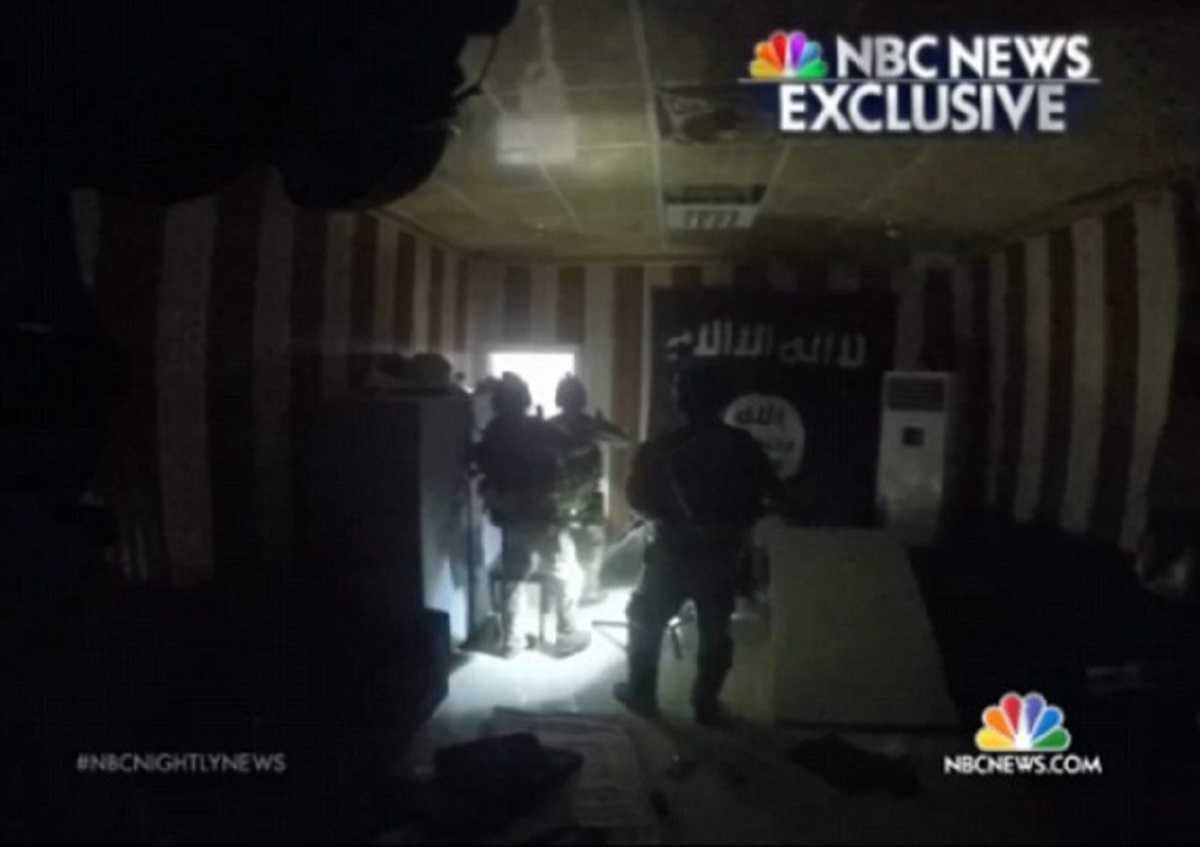 Ảnh chụp màn hình video đột kích giải cứu con tin của đặc nhiệm Mỹ ở Iraq