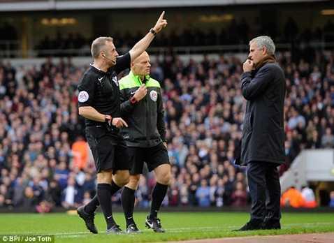 Mourinho bị phạt số tiền tổng cộng hơn 100.000 bảng vì phát ngôn lung tung