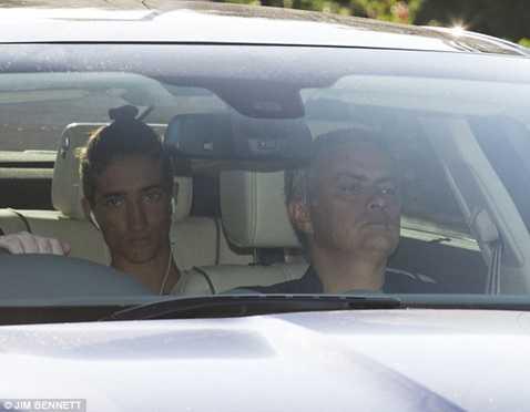 Mourinho bình thản dù bị trát sa thải treo trên đầu