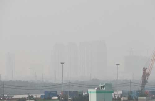 TP.HCM liên tục bị sương mù bao phủ trong thời gian qua. Ảnh: H.C