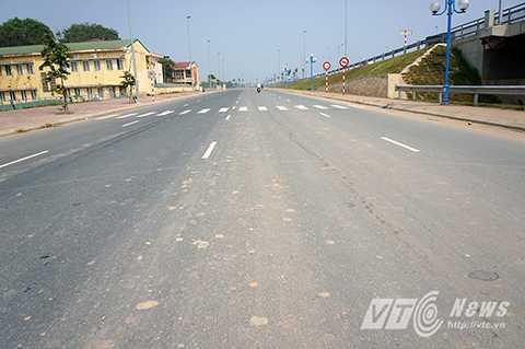Cảnh tượng bẩn thỉu, nhếch nhác đến khó tin trên cây cầu được xem là biểu tượng của tình Hữu nghị Việt Nhật.