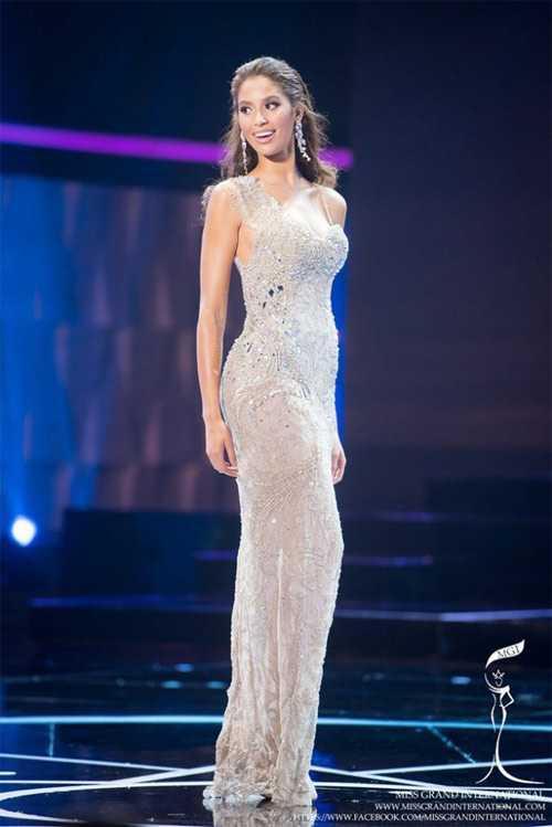 Anea Garcia có chiều cao 1m83 và số đo 3 vòng hoàn hảo