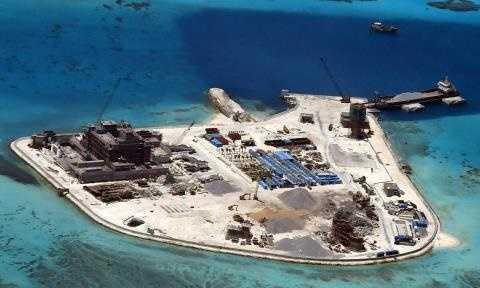 Một điểm đảo nhân tạo mà Trung Quốc xây dựng trái phép, vi phạm chủ quyền của Việt Nam tại quần đảo Trường Sa