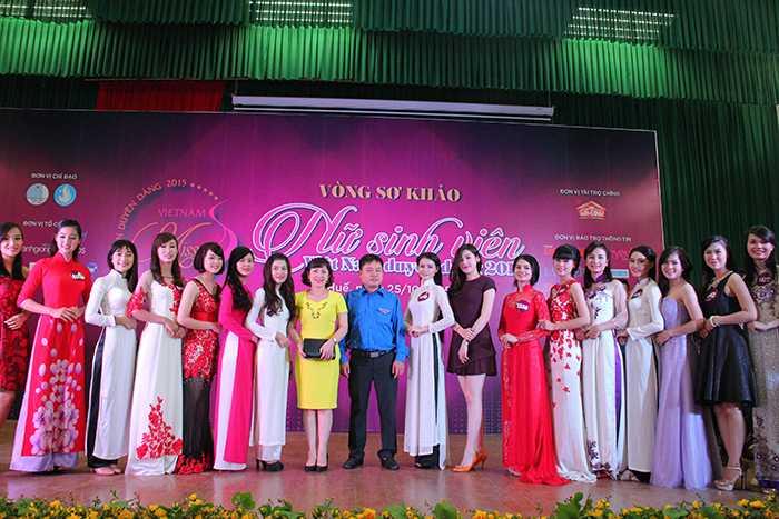 """Gần 200 thí sinh tham gia vòng sơ khảo cuộc thi""""Nữ sinh viên Việt Nam duyên dáng 2015"""" tại Thừa Thiên Huế"""