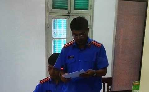 Đại diện VKS đối đáp các quan điểm bào chữa của luật sư tại phiên tòa