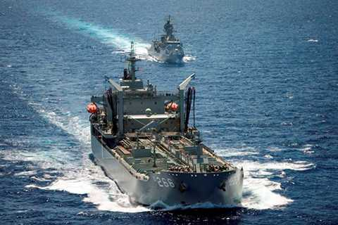 Tàu tiếp dầu Hải quân Úc mang tên HMAS Sirius cũng thủy thủ đoàn sẽ cập cảng Tiên Sa (Đà Nẵng), chính thăm hữu nghị Đà Nẵng trong 5 ngày.