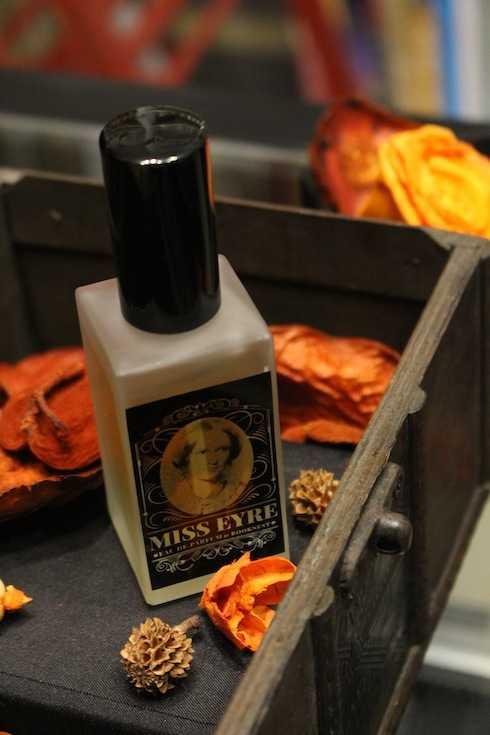 Nước hoa Miss Eyre lấy cảm hứng từ nhân vật trong cuốn tiểu thuyết Jane Eyre.