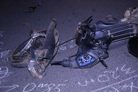 Xe máy gãy nát, người điều khiển bị thương tích nặng