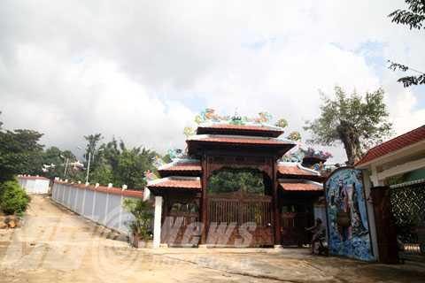 Đoàn công tác của Tổng Cục Quản lý đất đai vào Đà Nẵng để kiểm tra thực tế đối với biệt phủ xây trái phép trên núi Hải Vân của đại gia vàng Ngô Văn Quang.