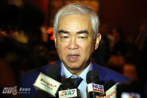 Chủ tịch Lê Hùng Dũng yếu đi trông thấy (Ảnh: Quang Minh)