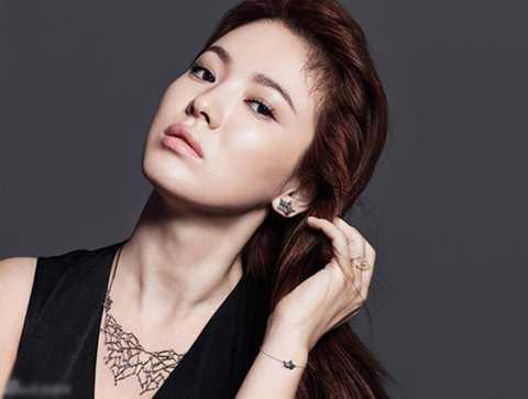 Với phụ nữ thường lo sợ cho vẻ đẹp của mình trôi đi theo dấu vết thời gian nhưng với Song Hye Kyo thì càng có tuổi cô lại càng chứng minh được vẻ đẹp