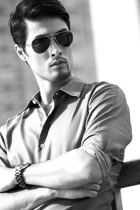 Johnny Trí Nguyễn là một nam diễn viên điện ảnh người Mỹ gốc Việt. Anh để lại ấn tượng với khán giả qua các vai chính trong các phim võ thuật như là