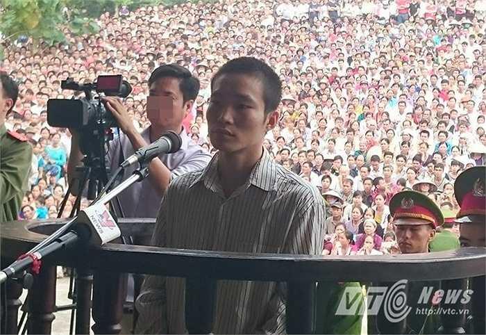 Bị cáo Đặng Văn Hùng tại phiên tòa sáng nay (28/10)