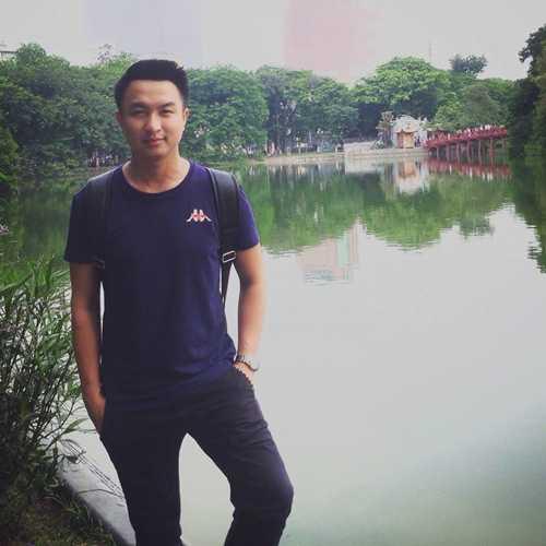 Việt Phong một mình thuê nhà và sống ở Hà Nội.