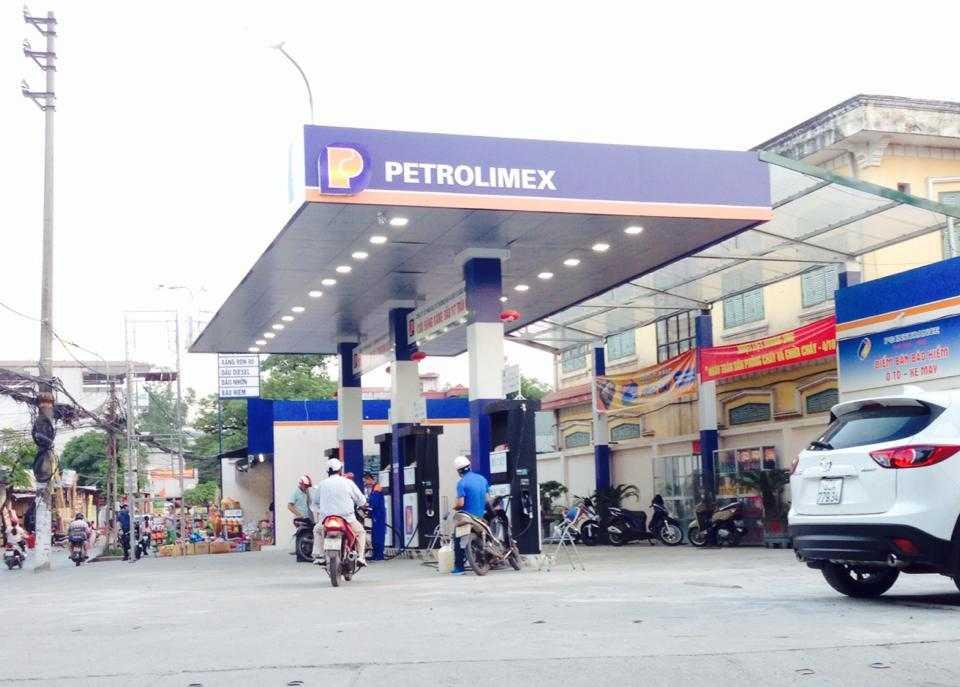 Những dấu hiệu vi phạm quyền nhãn hiệu Petrolimex nghiêm trọng ở cửa hàng xăng dầu 117 Trần Cung - Ảnh: Minh Chiến