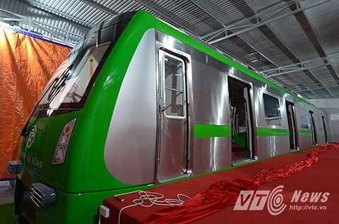 Sáng 29/10, mẫu tầu đường sắt đô thị tuyến Cát Linh – Hà Đông đã được trưng bày tại Trung tâm triển lãm Giảng Võ (Đống Đa, Hà Nội). Đây là đầu tàu mẫu trong số 13 đoàn tàu mà Ban quản lý dự án đường sắt (Bộ Giao thông Vận tải) dự kiến mua cho dự án đường sắt đô thị Cát Linh - Hà Đông.