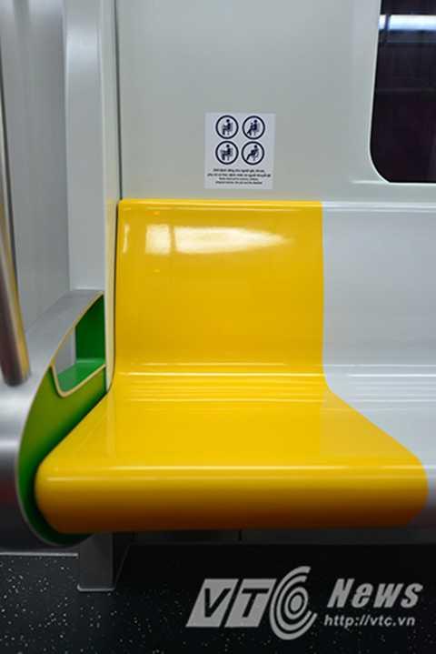 Tại hai đầu của mỗi toa có bố trí hai dãy ghế dành riêng cho phụ nữ mang thai, người tàn tật; Tại hai đầu của toa xe có động lực sẽ bố trí khu vực dành cho xe lăn.
