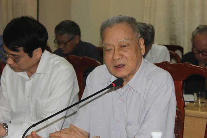 GS Trần Phương - Hiệu trưởng ĐH Kinh doanh và Công nghệ (Nguyên Phó Thủ tướng Chính phủ) phát biểu tại hội thảo.