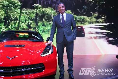 Ông Wail A. Farghaly - Tổng Giám đốc GM Việt Nam bên chiếc Chevrolet Corvette Stingray Coupe 2015