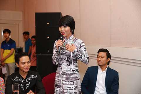 Dẫn chương trình của vòng Chung kết Solo cùng Bolero là nhà báo Trác Thúy Miêu và ca sĩ kiêm diễn viên Quý Bình.