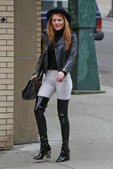 Bella Thorne khoe thân hình khỏe khoắn, rắn rỏi với áo jacket da, quần denim skinny và bốt da bóng tại Vancouver.