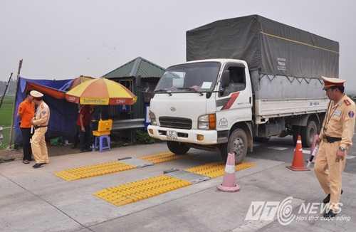 Công tác kiểm soát tải trọng xe trên cao tốc Nội Bài - Lào Cai