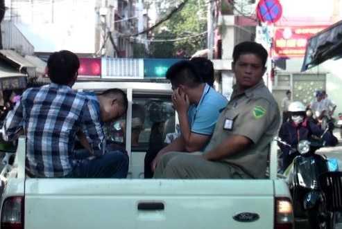 Bắt nóng nhóm giang hồ Hải Phòng bắt giữ và hành hung người trái luật.  Ảnh: Đại Việt (Tuổi Trẻ)