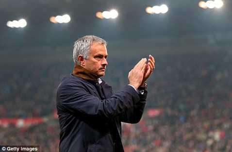Mourinho vẫn dẫn dắt Chelsea tiếp Liverpool