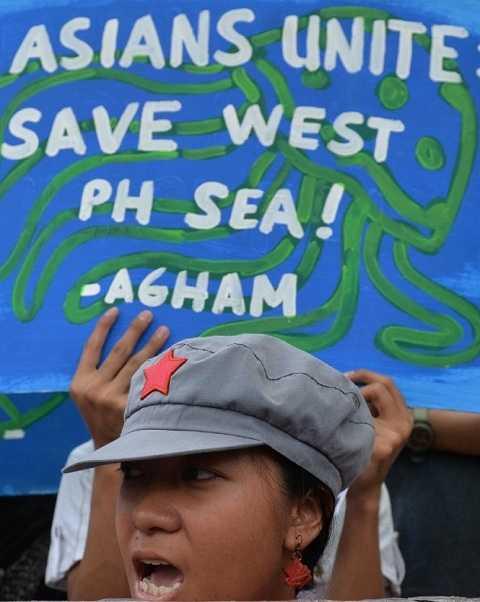 Người dân Philippines xuống đường biểu tình mạnh mẽ chống lại những áp đặt của Trung Quốc trên Biển Đông