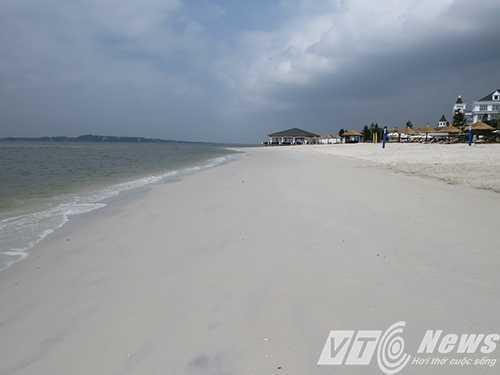 Bãi tắm cát trắng tuyệt đẹp - Ảnh MK