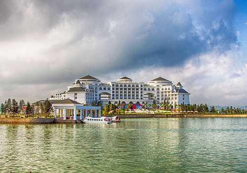 Vinpearl Hạ Long Bay Resort lộng lẫy trong ánh bình minh