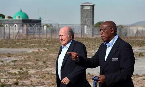 Tokyo Sexwale đi thị sát các địa điểm tổ chức World Cup 2010 cùng Chủ tịch FIFA Sepp Blatter