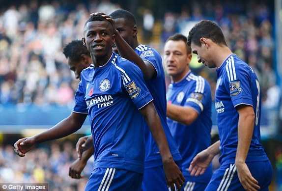 Ramires ăn mừng bàn thắng