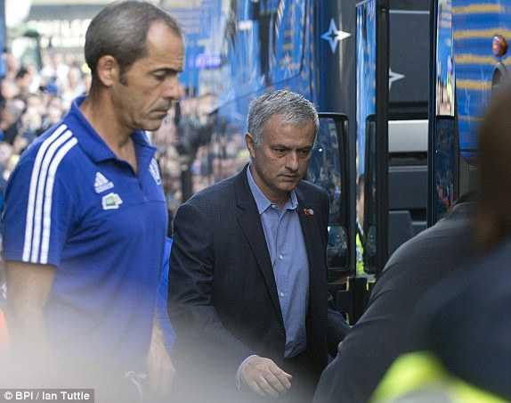 Mourinho có 90 phút để cứu vãn sự nghiệp