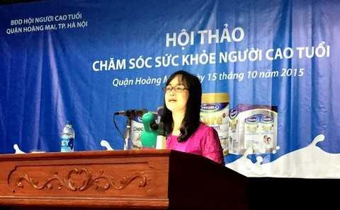 Bà Nguyễn Minh Tâm – Giám Đốc chi nhánh Hà Nội, Vinamilk giới thiệu các hoạt động của công ty với người tiêu dùng tại Hà Nội