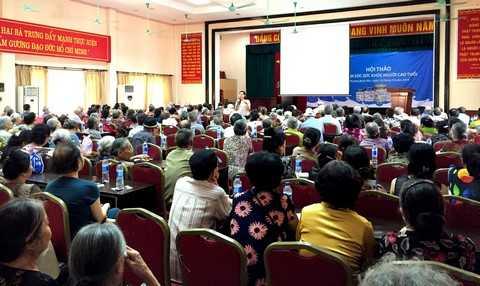 Gần 1500 người tiêu dùng tại TP.Hồ Chí Minh và Hà Nội đã được Vinamilk hỗ trợ tư vấn về quyền lợi của người tiêu dùng và việc chăm sóc sức khỏe trong tháng 10