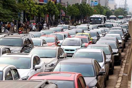 Thuế tiêu thụ đặc biệt với ô tô nhập khẩu sẽ thay đổi từ năm 2016. Ảnh minh họa: Bá Đô.