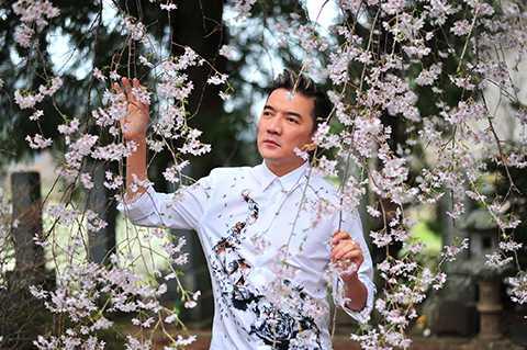 Trong dịp này, Mr.Đàm cũng tung ra bộ ảnh mới mà anh đã đã có dịp chụp cũng như lưu lại nhiều kỉ niệm trong chuyến đi Nhật ngay mùa hoa anh đào năm nay.