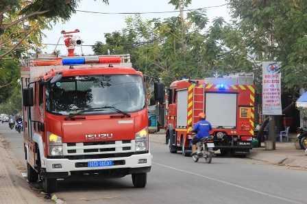 Xe chữa cháy khó khăn trong việc tiếp cận hiện trường.