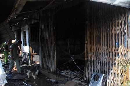 3 căn nhà sát vách đều bị cháy hết.