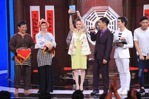 Angela Phương Trinh là nghệ sĩ đầu tiên giành cúp