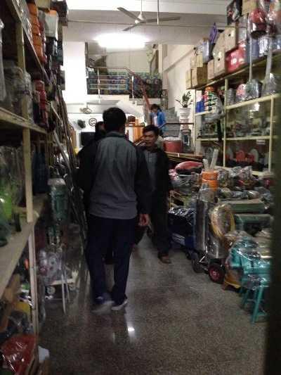 Bên trong cửa hàng điện máy phát hiện 4 người tử vong.
